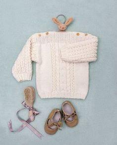 Découvrez comment tricoter un pull torsadé pour tenir au chaud votre bébé cet hiver.