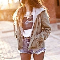 Grunge fashion. This outfit is so stylish. Love outfits that let you express yourself.