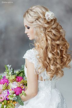 half-up-half-down-long-wavy-wedding-hairstyle-with-flowers.png (600×900)