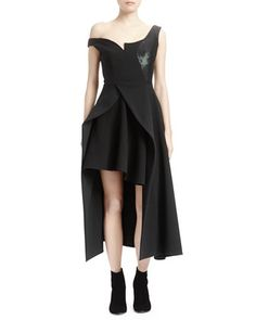 Sculptural Fashion // Asymmetric Open Peplum Layered Black Dress by Stella McCartney at Bergdorf Goodman. Architectural Clothing, Stella Mccartney Dresses, Sculptural Fashion, Bergdorf Goodman, Modern Outfits, Fall Trends, Ready To Wear, Peplum, Clothes For Women