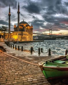 Travel What You Should Know For A Great Trip. You may be in the position of worrying about how to plan out your next trip properly. Know that your trip need not be stressful. Beautiful Mosques, Beautiful Places, Bulgaria, Turkey Destinations, Blue Mosque, Hagia Sophia, Paris City, Dream City, Best Cities