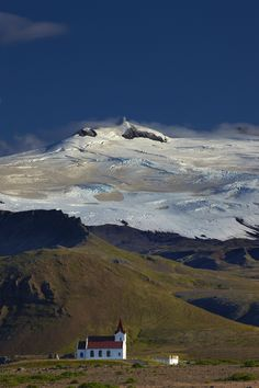 Explore Snæfellsjökull National Park holidays and discover the best time and places to visit. West Iceland, North Iceland, Lonely Planet, Beautiful Sites, Beautiful Places, Planet Photo, Places To Travel, Places To Visit, Iceland Adventures