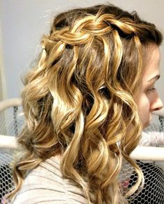 Highlights & curly hairstyle with braids.. 👍😀