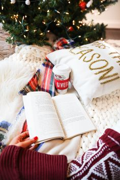 Winter Favorites on daily dose of charm by lauren lindmark cozy books