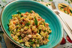 Cómo hacer una ensalada de pasta y atún | Cocinar en casa es facilisimo.com