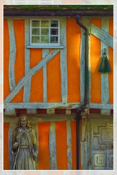 Wattle and daub, Hertfordshire Check out the black rain gutters! Wattle And Daub, Natural Building, Tudor Style, Medieval Town, Town And Country, Beautiful Buildings, Building Materials, Windows And Doors, Architecture Details