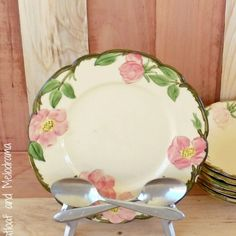 Hometalk :: DIY Anthropologie Spoon Plate Holder - this is so cute and so simple - let's DO it!