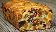 Kolač sa suhim voćem. Cake with dry fruit.