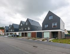 Image 5 of 16 from gallery of 6 Identical Differences / Architectuuratelier Photograph by Luc Roymans Social Housing Architecture, Architecture Résidentielle, Architecture Graphics, Roof Design, Facade Design, Habitat Groupé, Urban Village, Mews House, Townhouse Designs