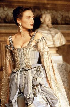 Catherine McCormack as Veronica Franco in 'Dangerous Beauty', 1998 Catherine Mccormack, Fairytale Fashion, Movie Costumes, Photo Poses, Veronica, Retro Fashion, Dress Up, Celebrities, Movies