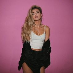 A Funny (And Insanely Sexy) Lady Named Alissa Violet - 24 Pictures Alissa Violet Style, Alissa Violet Outfit, Allisa Violet, Violet Brown Hair, Poses, Tmblr Girl, Girl Fashion, Fashion Outfits, Fashion Black