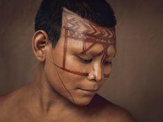 Pinturas y retratos de los indígenas colombianos. Fotografías de Piers Calvert en el Museo del Oro | banrepcultural.org