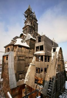 Strange Buildings round the Globe !! - Wooden Gagster House (Archangelsk, Russia).