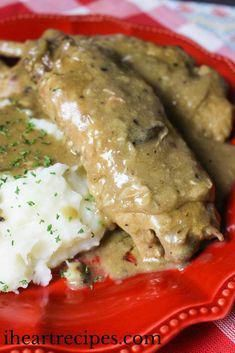 How to make southern, soul food style smothered turkey wings in the slow cooker. Featuring a homemade mushroom and onion gravy that is out of this world! Hey y'all! So the other day I was cr… food recipe slow cooker Slow Cooker Turkey Wings, Smothered Turkey Wings, Baked Turkey Wings, Smothered Chicken, I Heart Recipes, Wing Recipes, Turkey Recipes, Chicken Recipes, Turkey Dishes