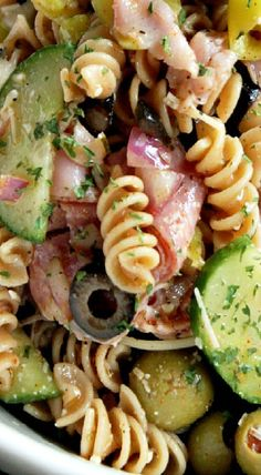 Italian Pasta Salad use low fat pepperoni as meats Best Pasta Salad, Pasta Salad Italian, Pasta Salad Recipes, Healthy Pasta Salad, Italian Dishes, Italian Recipes, Cooking Recipes, Healthy Recipes, Brunch