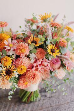 Peach Flowers, Summer Flowers, Colorful Flowers, Beautiful Flowers, Fresh Flowers, Cut Flowers, Zinnia Bouquet, Flower Boquet, Dahlia Flower