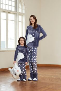 Catherine's 1301 Kids Polar Pajamas Set will make you redefine comfort when you wear this cozy and stylish set. Pyjamas Assortis, Cozy Pajamas, Pajamas For Teens, Pajamas Women, Satin Pyjama Set, Pajama Set, Tartan Pants, Night Suit, Pajama Outfits