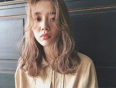 この画像は「前髪あり・なしどちらが好み?男女ウケ◎のミディアムパーマの魅力♡」の記事の画像です。 Medium Hair Styles, Long Hair Styles, Salon Style, Love Hair, Perm, Hair Designs, Pretty Hairstyles, Short Hair Cuts, Hair Goals
