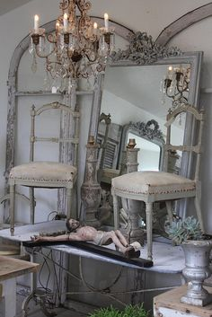 35 Ideas furniture shop display flea markets for 2019 Trendy Furniture, Shabby Chic Furniture, Shabby Chic Decor, Painted Furniture, Furniture Refinishing, Refurbished Furniture, Furniture Redo, Repurposed Furniture, Shabby Vintage