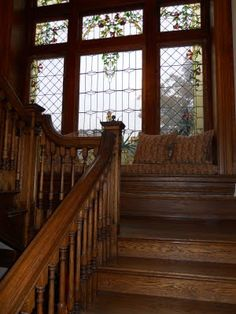 Window seat on the stairs between floors inside the home of Barry Dixon : Paula Grace Designs Victorian Interiors, Victorian Homes, Victorian Stairs, Interior Architecture, Interior And Exterior, Interior Design, Classical Architecture, Second Empire, Staircase Design