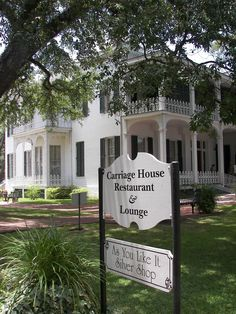 Good place to go for breakfast! Carriage House Restaurant, The Places Youll Go, Places To See, Natchez Mississippi, Corinth Mississippi, Natchez Trace, Southern Architecture, Antebellum Homes, Plantation Homes