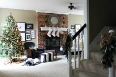 White color Christmas living room | Decorate a living room for Christmas