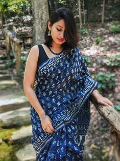 Indigo Saree with hand block prints using dabu technique. This heirloom-worthy chanderi saree is equal parts artsy and stylish. Simple Sarees, Trendy Sarees, Stylish Sarees, Indigo Saree, Cotton Saree Blouse Designs, Saree Poses, Casual Saree, Formal Saree, Kurti Designs Party Wear