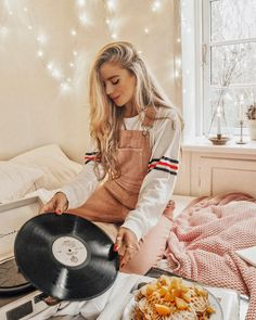 You are made of stardust, wishes and magical things ✨ Isabella Thordsen, Bed Picture, Types Of Fashion Styles, Instagram Fashion, Autumn Winter Fashion, Cute Outfits, Clothes For Women, My Style, Instagram Ideas