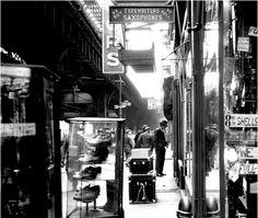 3rd Avenue EL, New York City, 1950. Photo byPaul Himmel.