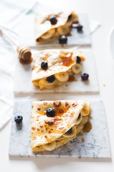 Naleśniki z bananem i borówkami - Przepisy Miss Berry Food Cakes, Let Them Eat Cake, Tart, Cake Recipes, Pancakes, Sweets, Bread, Breakfast, Ethnic Recipes
