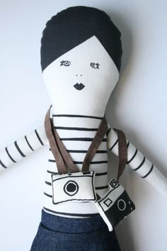 Pattern for adorable DIY Parisian rag doll and accessories. (Ooh la la!)