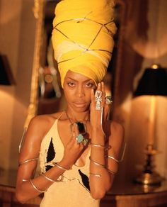 Listen to music from Erykah Badu like On & On, Didn't Cha Know & more. Find the latest tracks, albums, and images from Erykah Badu. Orange Moon, Neo Soul, Entertainment, African American Women, Female Singers, Black Is Beautiful, Head Wraps, African Fashion, Celebrity Style