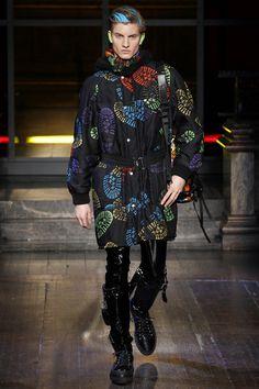 Moschino Fall/Winter 2016-2017 Menswear Fashion Show