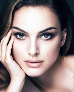 Floryday offers latest ladies' Dresses collections to fit every occasion. Most Beautiful Faces, Beautiful Women, Natalie Portman Hot, Natalie Portman Black Swan, Estilo Madison Beer, Nathalie Portman, Liam Neeson, Ewan Mcgregor, Actrices Hollywood
