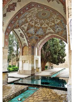FIN GARDEN (BAGH-E FIN) The oldest standing Persian garden in all of Iran, Bagh-e Fin is a lush botanical oasis surrounded by Kashan's harsh desert landscape is filled with a plethora of fruit trees… Art Et Architecture, Persian Architecture, Beautiful Architecture, Beautiful Buildings, Beautiful Places, Persian Garden, Iran Travel, Moorish, Islamic Art