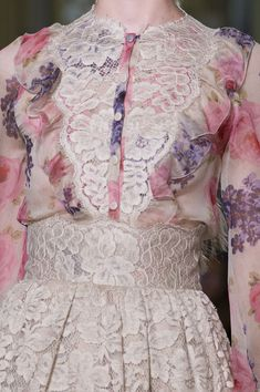Luisa Beccaria at Milan Spring 2016 (Details) So pretty with pink florals and lace