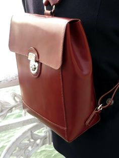 Hand-stitched spanish vachetta leather backpack. Tan Woman, Hand Stitching, Leather Backpack, Backpacks, Studio, Spanish, Bags, Women, Fashion