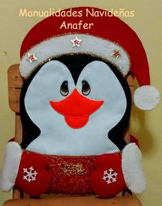 Manualidades Anafer: Cubresillas Navideños Christmas Projects, Christmas Time, Xmas, Felt Projects, Christmas Ideas, Christmas Chair Covers, Margarita, Mrs Claus, Sewing Crafts