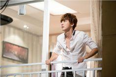 Flower Boys Next Door ♥ Yoon Shi Yoon as Enrique Geum Park Se Young, Park Soo Jin, Go Kyung Pyo, Yoon Shi Yoon, Kim Jung, The Fam, Next Door, Flower Boys, Saturday Night Live