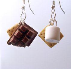 Handmade Smores Earrings - Cute Dangle Earrings - Miniature Food Jewelry. $15.95, via Etsy. Polymer Clay Miniatures, Polymer Clay Charms, Polymer Clay Creations, Polymer Clay Earrings, Earrings Handmade, Handmade Jewelry, Biscuit, Accesorios Casual, Cute Earrings