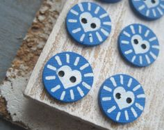 Painted coconut buttons blue buttons blue and white buttons heart buttons exotic boho  indonesian round buttons - 15 mm  / 6 pcs -  2CBT5