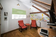 Presslabs-office-small-meeting-room-with-video-projector1