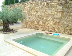 House Provence House with plunge pool. Stone wall reminds me of mapostería fences and walls in Mexico.Provence House with plunge pool. Stone wall reminds me of mapostería fences and walls in Mexico. Swiming Pool, Small Swimming Pools, Small Backyard Pools, Small Pools, Swimming Pool Designs, Lap Pools, Indoor Pools, Pool Decks, Kleiner Pool Design