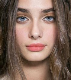 Welcome to your ultimate source for everything about the model Taylor Marie Hill. Our goal is to. Taylor Marie Hill, Taylor Hill Style, Taylor Hill Hair, Bushy Eyebrows, Natural Eyebrows, Thick Eyebrows, Natural Makeup, Peach Lips, Gorgeous Eyes