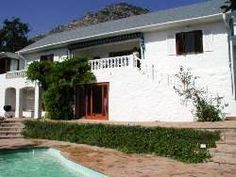 Bahari House - Bahari House is a self-catering villa in Hout Bay. This classic villa has stunning views towards the Atlantic Ocean and the mountains of the Cape Peninsula. Located in the prestigious Scott Estate neighbourhood, ... #weekendgetaways #houtbay #southafrica