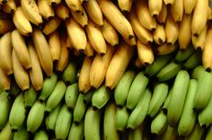 The banana is a healthy fruit that we like to eat raw. Of course, the banana can be boiled, baked an Leftover Banana Recipes, Banana Bread Recipes, Whole Foods, Whole Food Recipes, Vegan Recipes, Cooking Recipes, Platano Y Banana, Como Plantar Banana, Diabetic Recipes