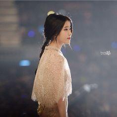 so angelic *Q* Girl Photo Poses, Girl Photos, Iu Hair, Girl Drama, Perfect Strangers, Park Min Young, Iu Fashion, Queen, Woman Crush