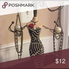 Bebe drop pearl chandelier earrings Bebe drop pearl chandelier earrings, so pretty! Dangling brass chains have mini pearls on the chains. Great condition, send me an offer today! 😊👍🏻 bebe Jewelry Earrings