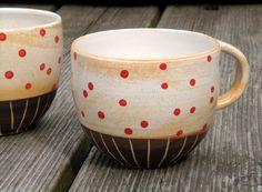 Rote Punkte Tasse von Töpferwerkstatt auf DaWanda.com