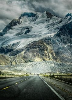 National Geographic travel shares tips and must sees on the Icefields Parkway, one of the most scenic highways in the world. Jasper to Lake Louise to Banff, Alberta Canada. Places To Travel, Places To See, Travel Destinations, Places Around The World, Around The Worlds, All Nature, Parcs, Canada Travel, Belle Photo